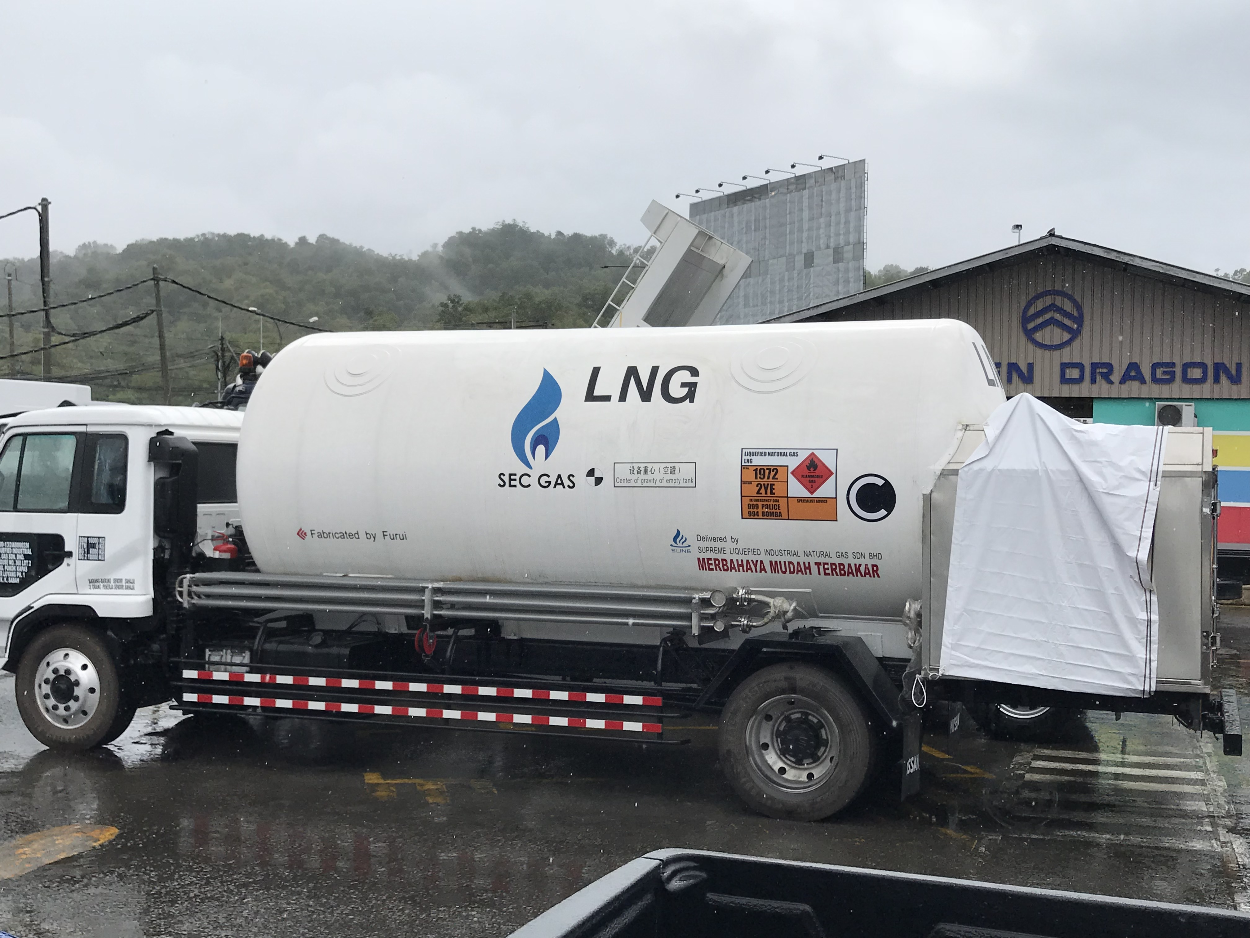 gambar LNG ISO Tanks and Semi-Trailers